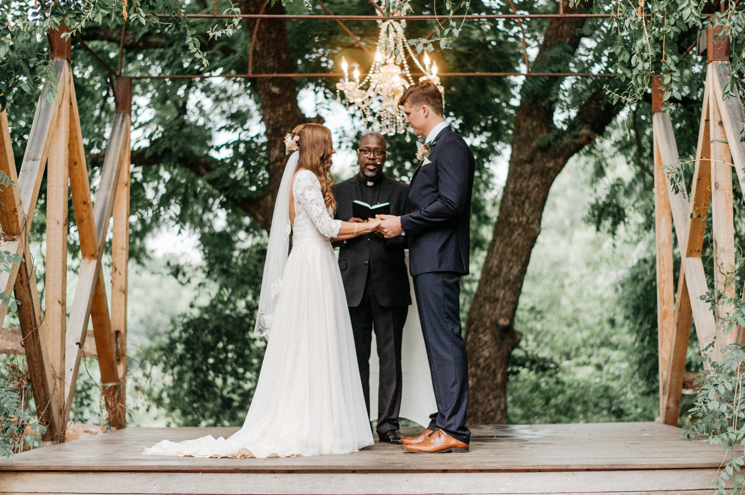 outdoor ceremony at southwind hills by geneoh photography