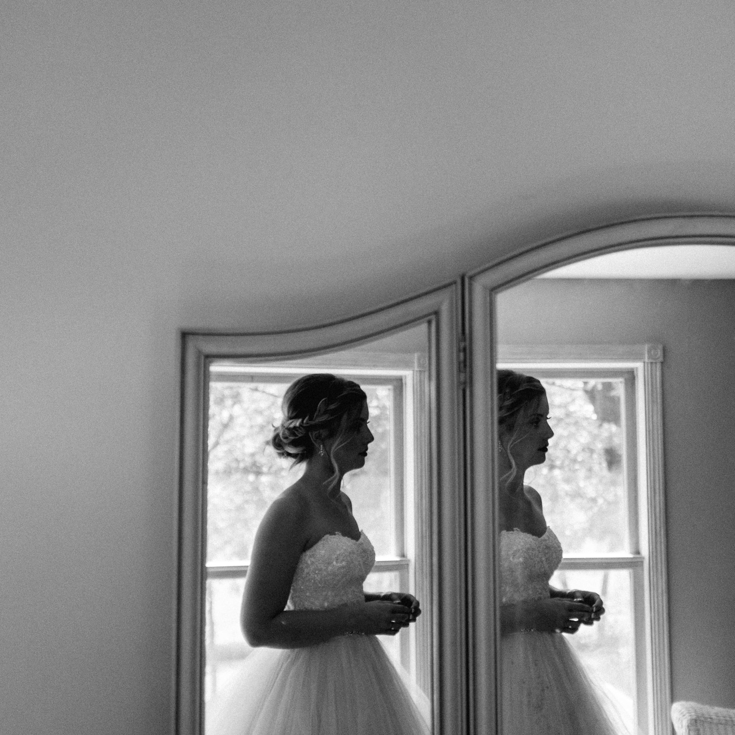 bride getting ready at rustic oaks fuji x100t