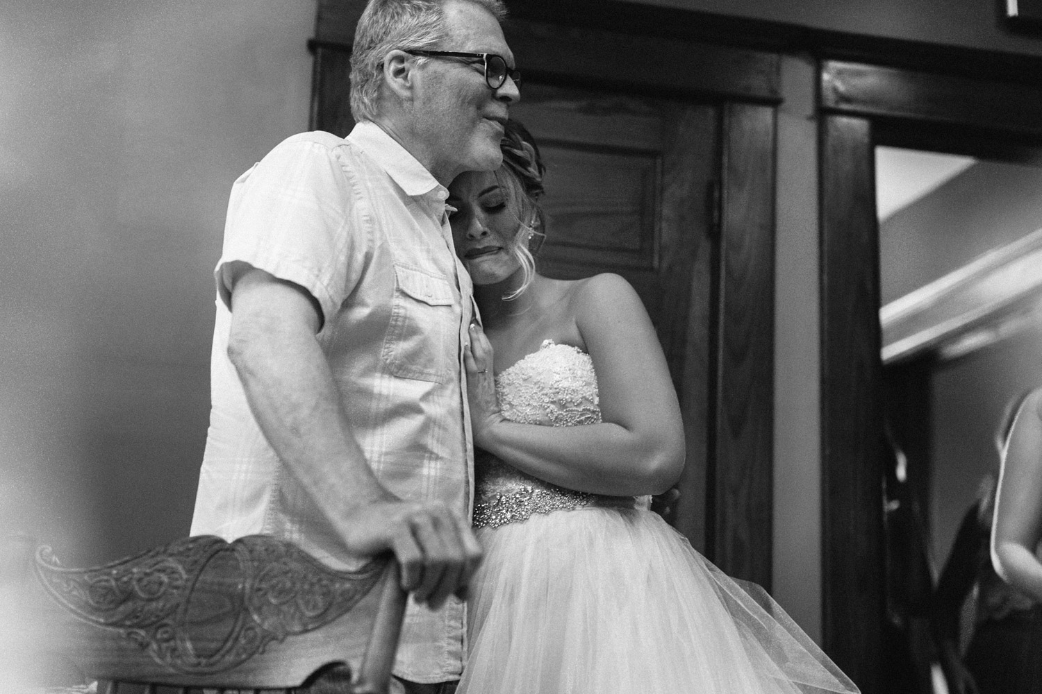 bride hugging her father during wedding day by geneoh photography