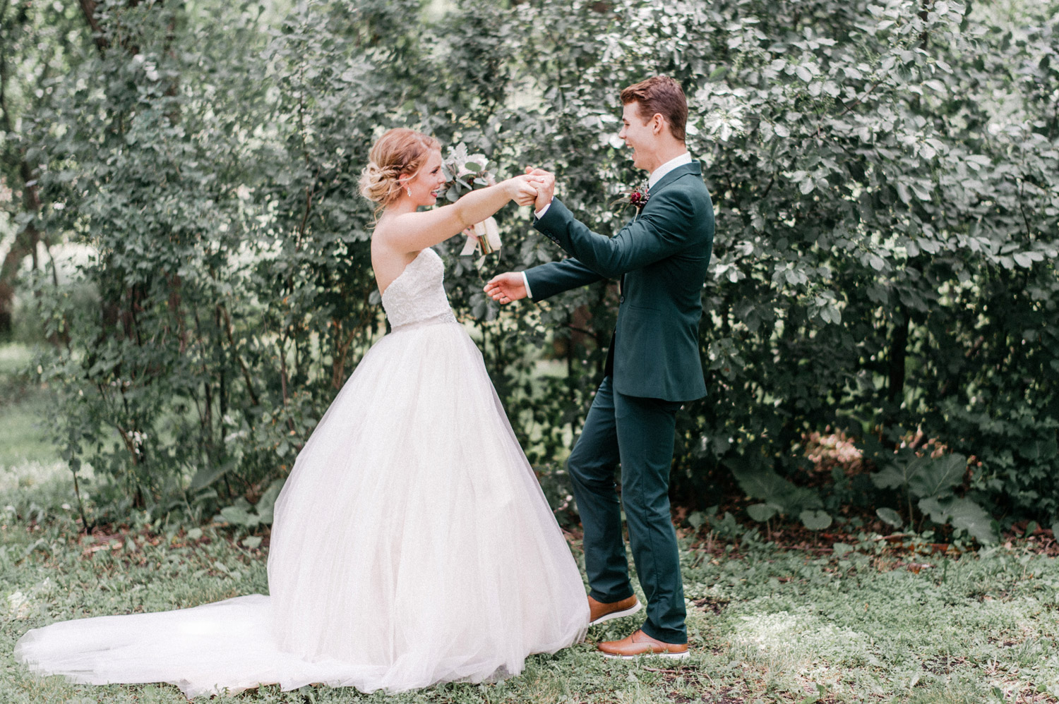 bride and groom first look at rustic oaks by geneoh photography
