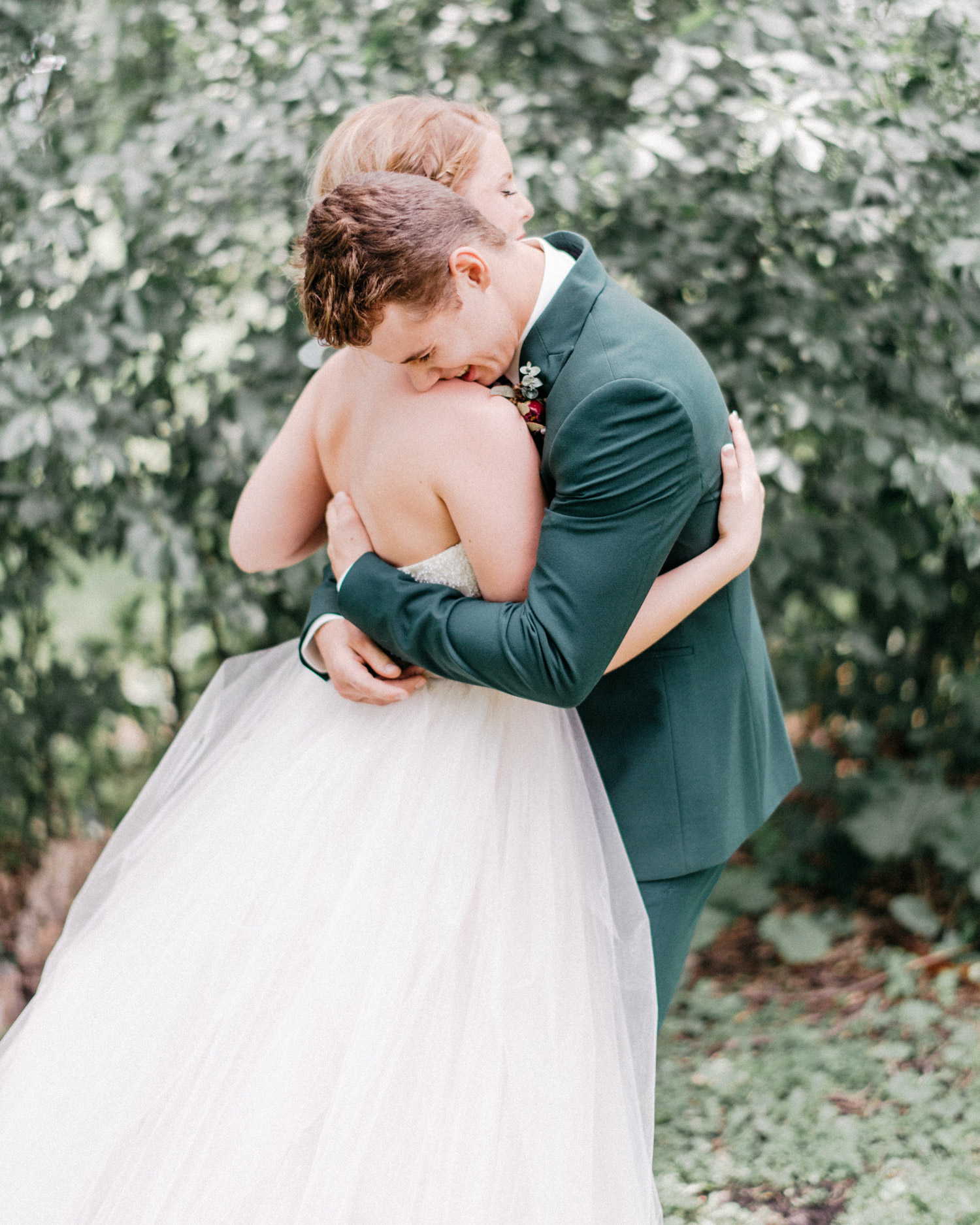 emotional hug between bride and groom during first look by geneoh photography