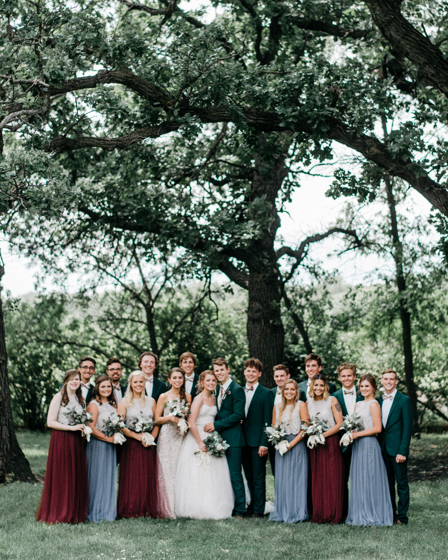 wedding party portrait at rustic oaks by geneoh photography
