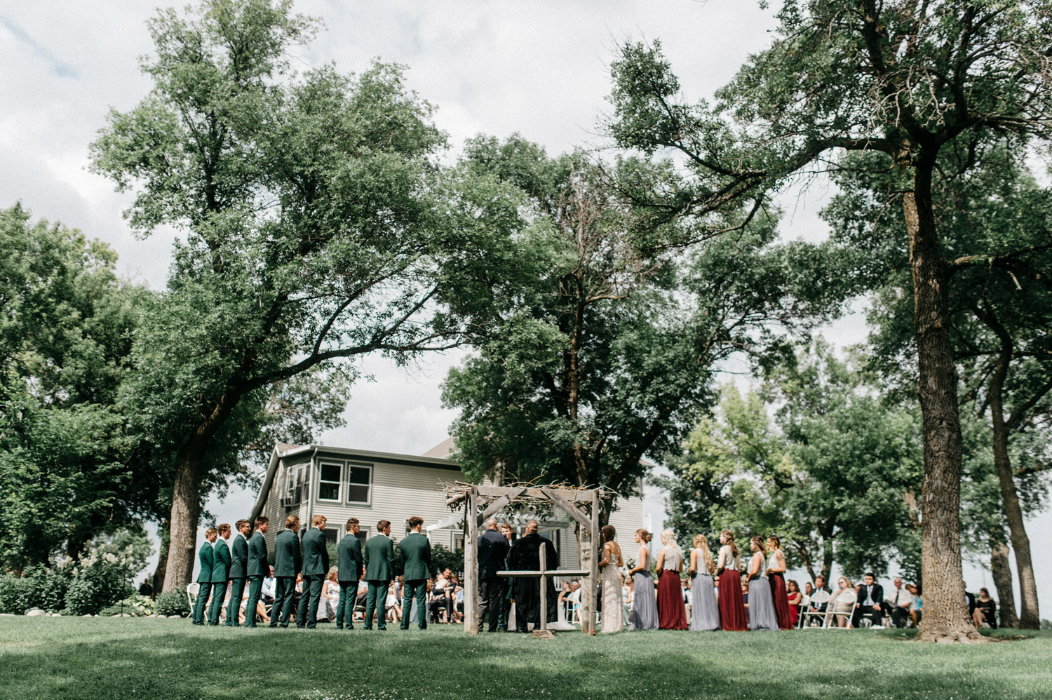 Outdoor ceremony at Rustic Oaks by geneoh photography
