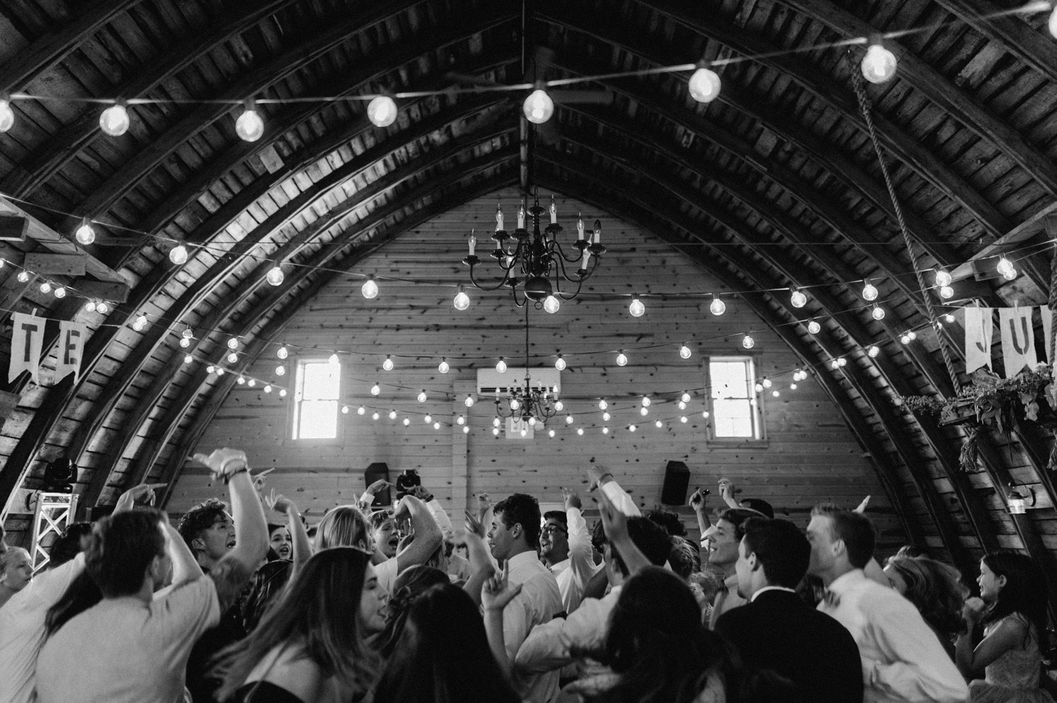 reception at rustic oaks by geneoh photography