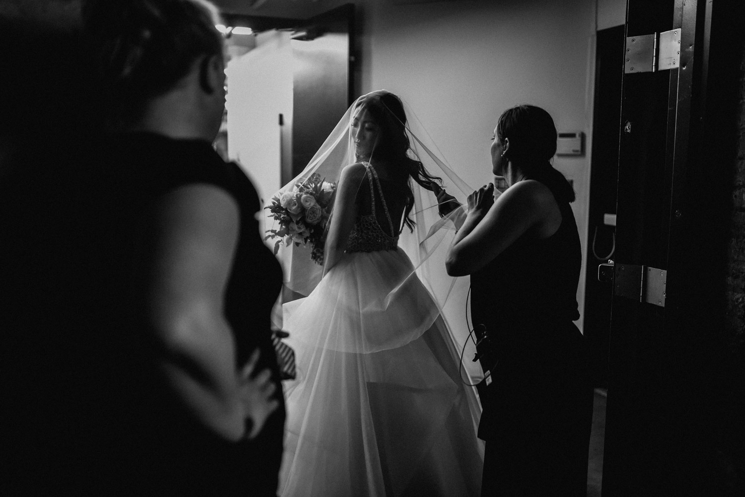 Bride getting ready by geneoh photography