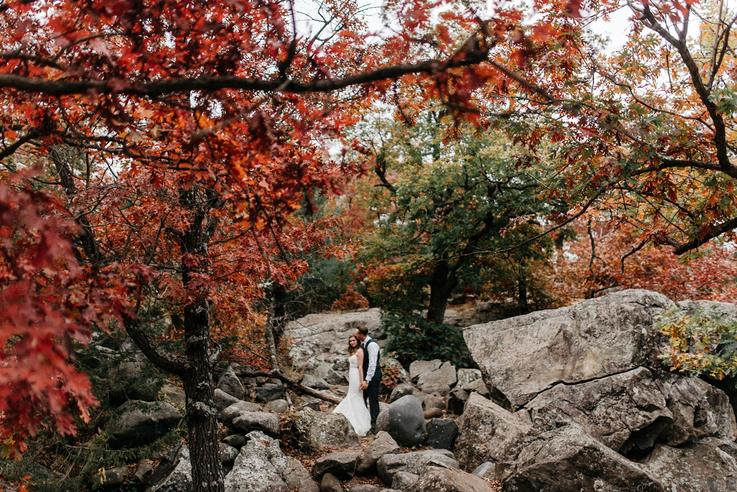 Fall Wedding portraits at Taylors Falls by geneoh photography