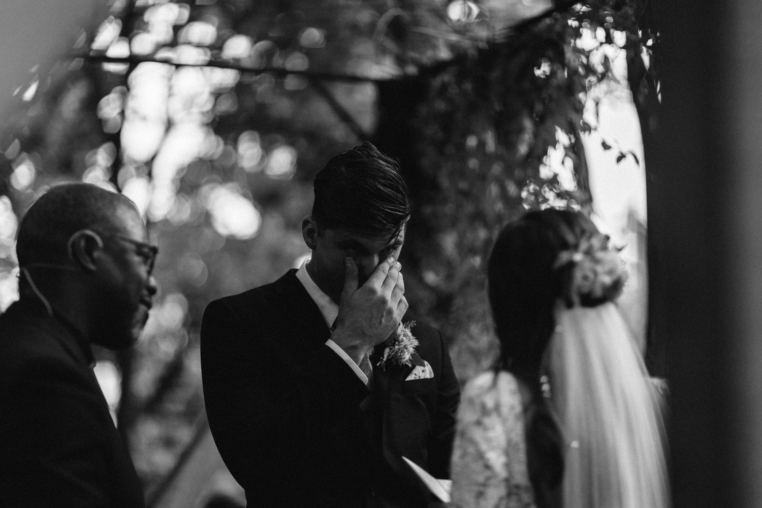 Emotional Outdoor Wedding Ceremony by geneoh photography