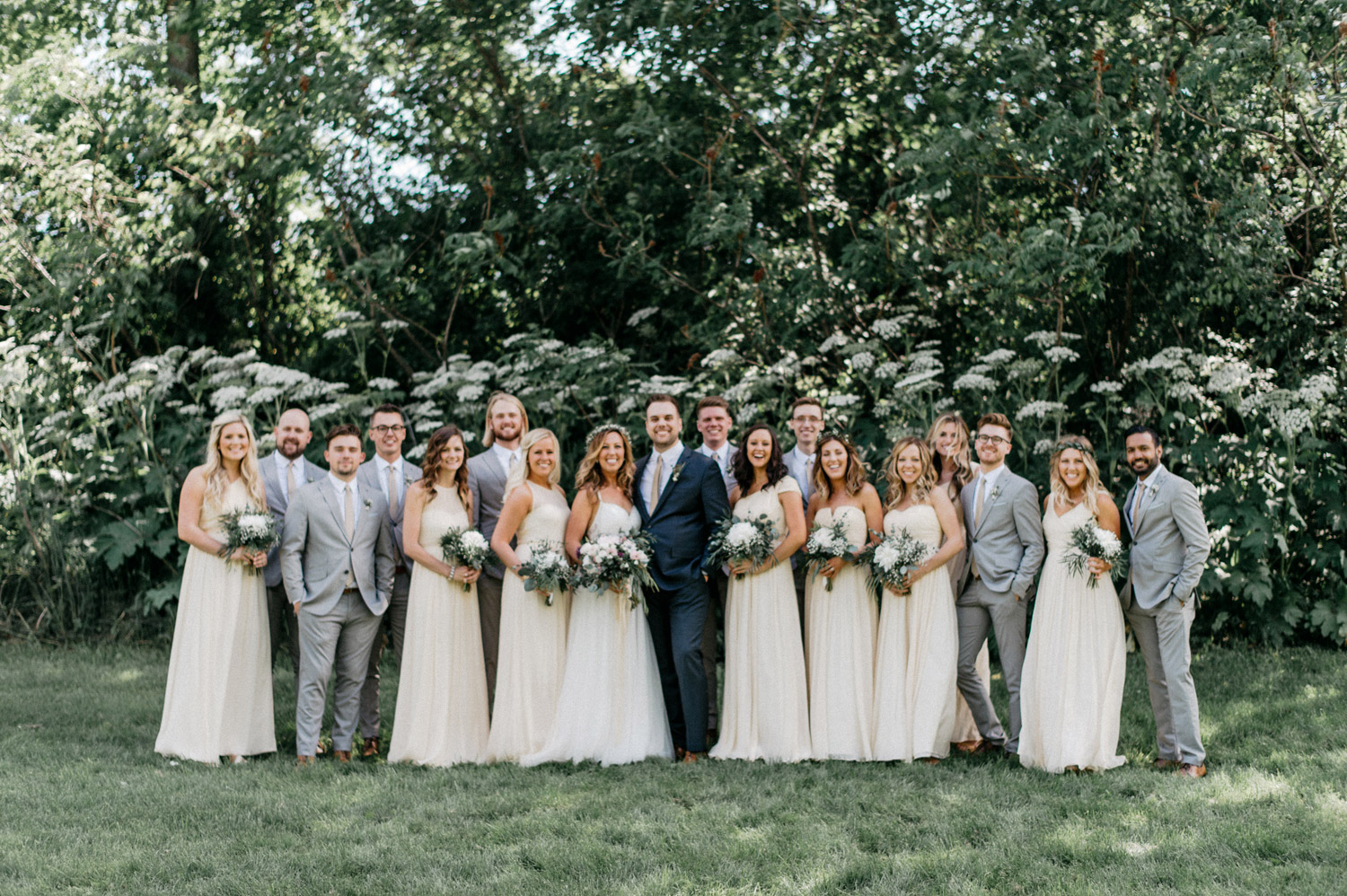Wedding party images at minnetonka orchards by geneoh photography