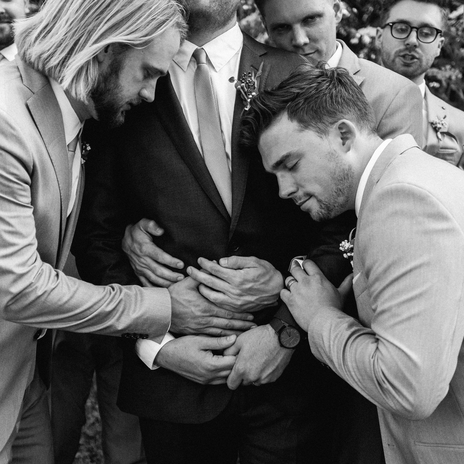 candid moment of groomsmen by geneoh