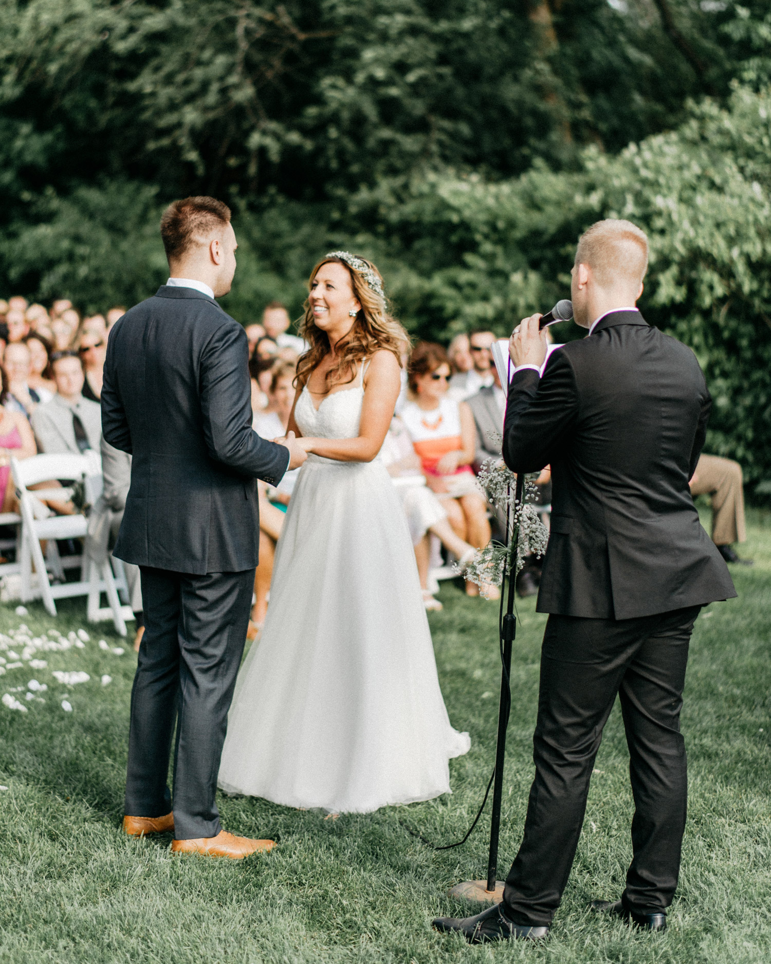 Minnetonka Orchards outdoor ceremony by geneoh photography
