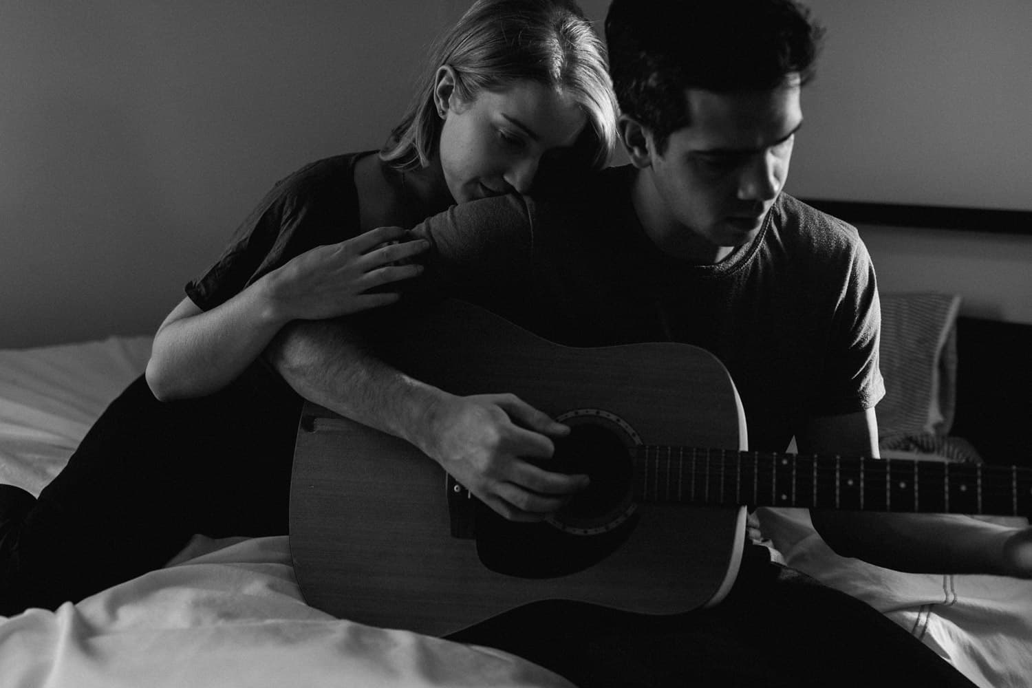 couple plays music together during in-home portrait session
